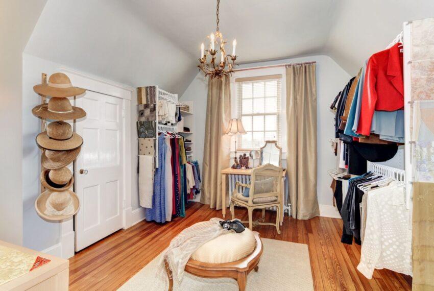 Master walk-in closet room